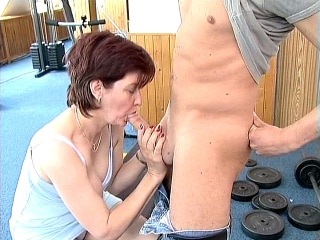 Sexy Mature Claire Performs Oral